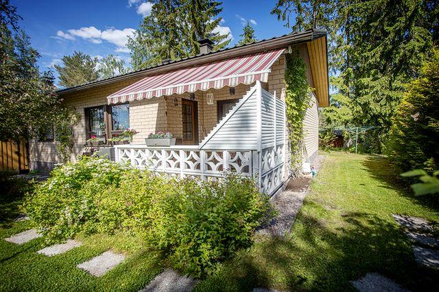 Askola, Kirkonkylä, Askolantie 8 B B